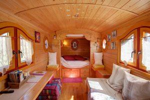 Vacances, séjour insolite en roulotte en Provence au Mas du Grand Jonquier