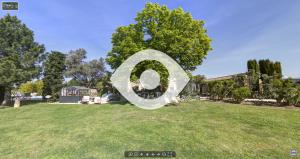 Visite virtuelle de l'extérieur au Mas du Grand Jonquier